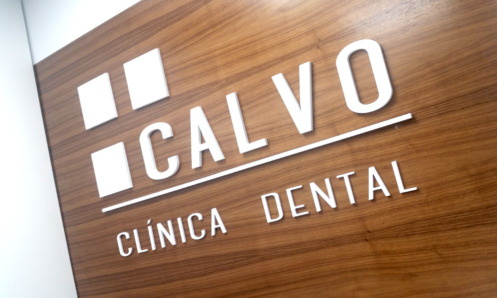 calvo-clinica-dental-mostrador